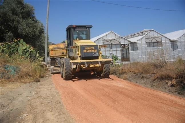 Başkan Yücel'in batı için söz verdiği 70 km'lik asfalta Okurcalar'dan başlandı