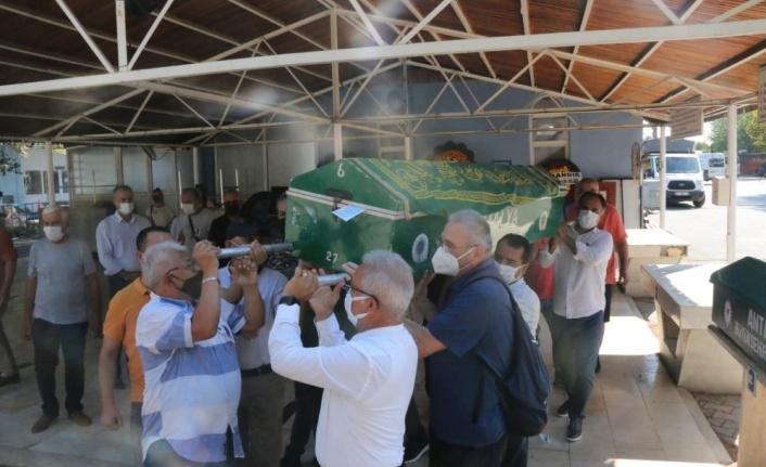 Evde ölü bulunan gazeteci Yalçın, son yolculuğuna uğurlandı