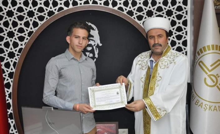 Hollandalı genç tatile geldiği Alanya'da müslüman oldu