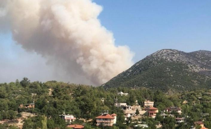 Korkulan oluyor! Yangın Alanya'ya doğru ilerliyor