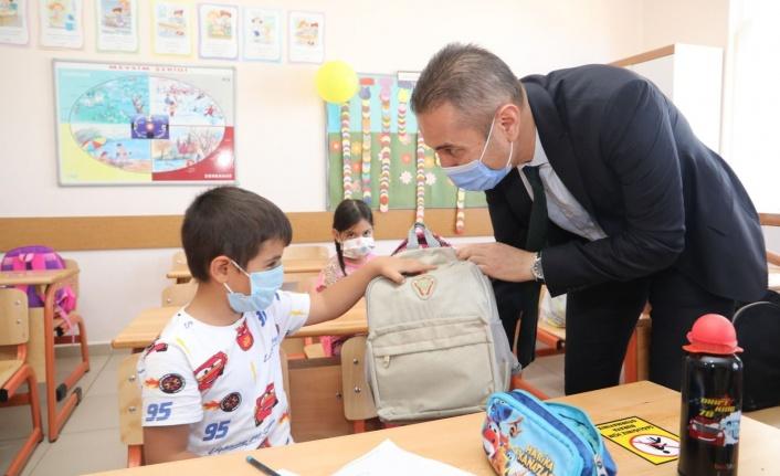 400 yangınzede çocuğa çanta ve kırtasiye desteği