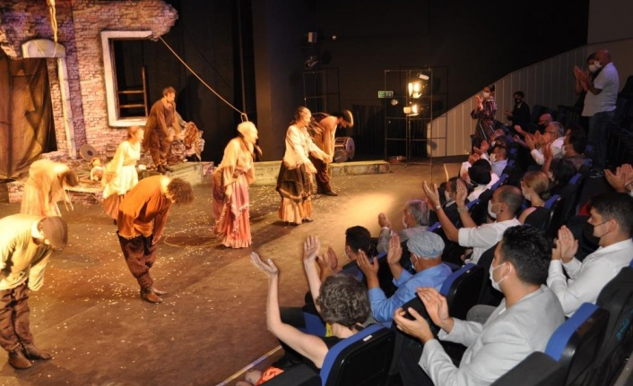 Alanya Belediye Tiyatrosu'na 5 ödül