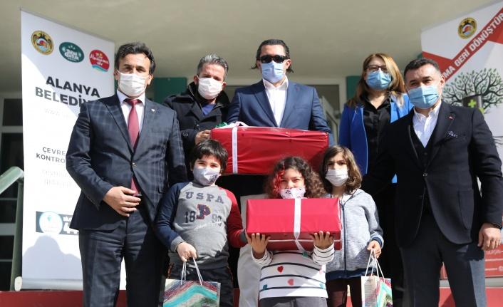 Alanya Belediyesi okullarda atık pil topluyor