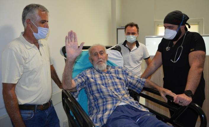 Alanya'da 82 yaşında koronavirüsü yendi