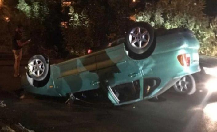 Alanya'da virajı alamayan araç takla attı