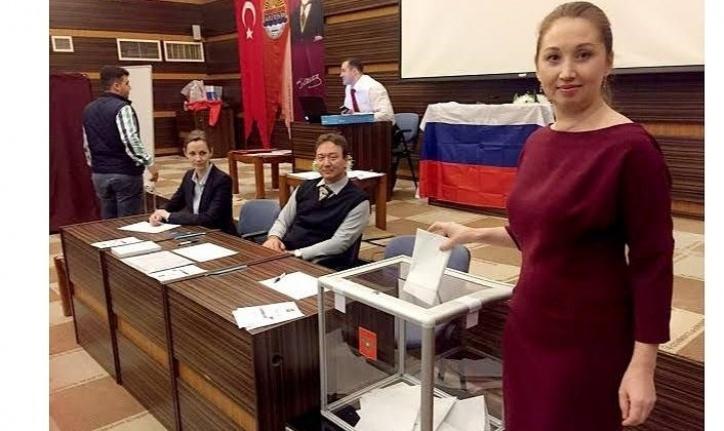 Alanya'da Ruslar oy kullandı