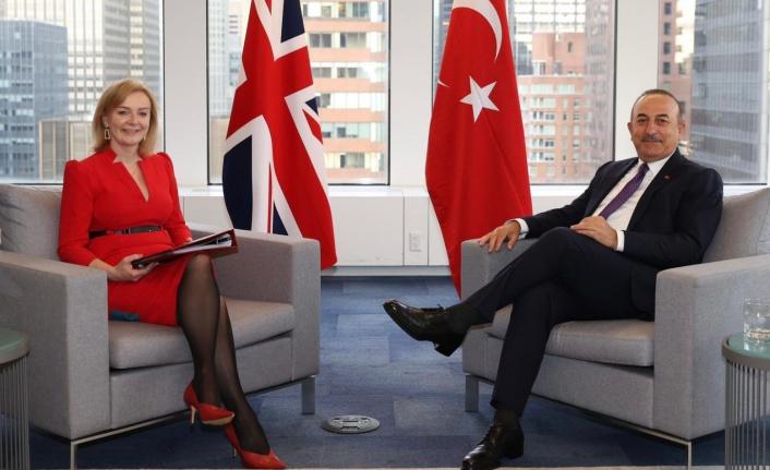 Çavuşoğlu, İngiliz mevkidaşı ile aşıların tanınmasını görüştü