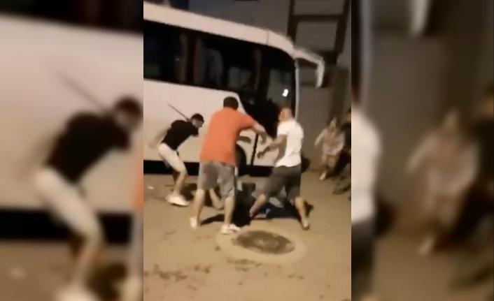 Genç kadın ve ailesine palalı saldırı cep telefonu kamerasında