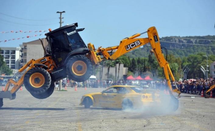 İş makinalarının altından geçerek drift yapan araçlar nefes kesti