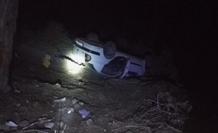 Otomobil şarampole devrildi: 1 ölü, 4 yaralı var