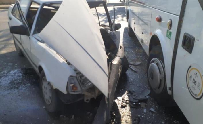 Otomobili ile midibüs kazasında 1 kişi yaralandı