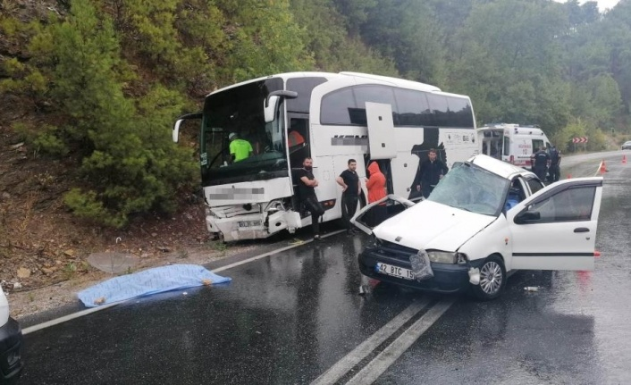 Yolcu otobüsüyle otomobil çarpıştı: 2 ölü, 2 yaralı