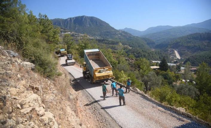 Alanya Belediyesi'nin asfalt seferberliği devam ediyor