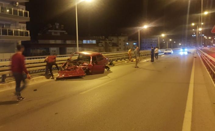 Alanya'da gece üst geçitte yarış iddiası! Sürücü ağır yaralandı