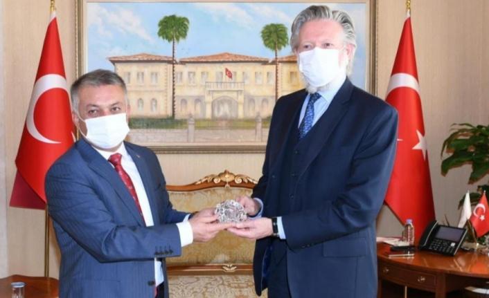 Antalya'ya hafta sonları 77 bin turist giriş yapıyor