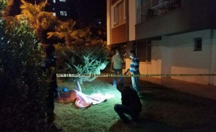 Apartman bahçesinde 19 yaşındaki gencin cesedi bulundu
