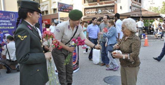 Jandarmadan 'anneler Günü' Etkinliği