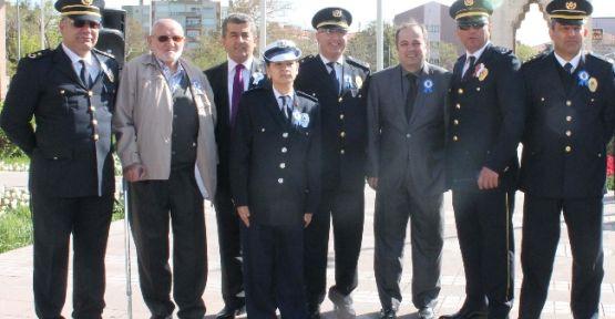 Polis Dostları Ayfer Ve Cuma Dede