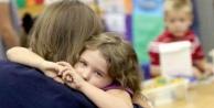 Okula gitmek istemeyen çocuk ısrarla gönderilmeli