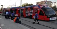 Antalyada tramvay raydan çıktı: 1 yaralı