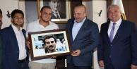 Çavuşoğlu#039;nu duygulandıran hediye