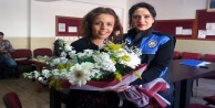 Polisler, şehit eşi öğretmeni unutmadılar