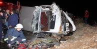 Sebze yüklü kamyon otomobille çarpıştı: 1 ölü, 2 yaralı