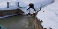 Sulama barajını buz tuttu