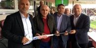 Çavuşoğlu#039;na stick hediye ettiler
