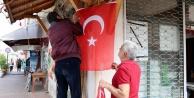 Gazipaşa'da Türk bayraklarını yaktılar