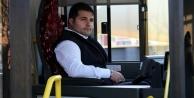 Halk otobüsüne taşlı saldırı