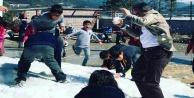 Nurettin Uludağ#39;a kar topu saldırısı