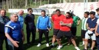 Ünlü futbolcular belgelerini Antalya#039;da aldılar