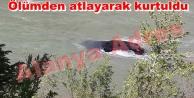 Alanya#039;da otomobil çaya gömüldü