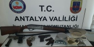 Alanya#039;da ruhsatsız silah operasyonu