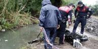 Yunusların kanaldan motosiklet çıkarma seferberliği