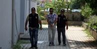 Polise rüşvet vermek isteyince gözaltına alındılar