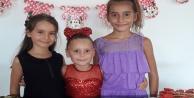 Ayşe Naz yeni yaşına arkadaşlarıyla birlikte girdi