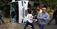 Turistleri taşıyan midibüs devrildi: 6 yaralı var
