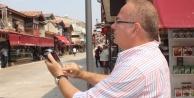 Esnaf pos cihazına sokakta hat bulmaya çalışıyor