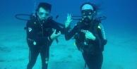 Deniz dibinde evlilik teklifi