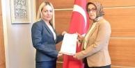 Ak Parti kadın kollarında bayrak değişimi