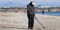 Antalya#039;da dünyaca ünlü sahilde define avı