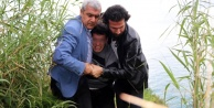 Falezlerde intihara kalkışan genci polis kurtardı