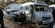 Kontrolden çıkan otomobil minibüse çarptı: 8 yaralı