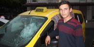 Ticari taksiye satırla saldırdı
