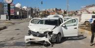İki aracın çarpıştığı kaza ucuz atlatıldı