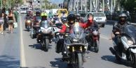 Motosikletçilerden #039;kask#039; konvoyu