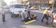 Okul servisi motosiklete çarptı: 1 yaralı