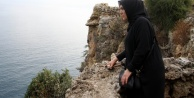 Oğlu 30 metreden denize düşerek ölen annenin falezlere güvenlik önlemi mücadelesi
